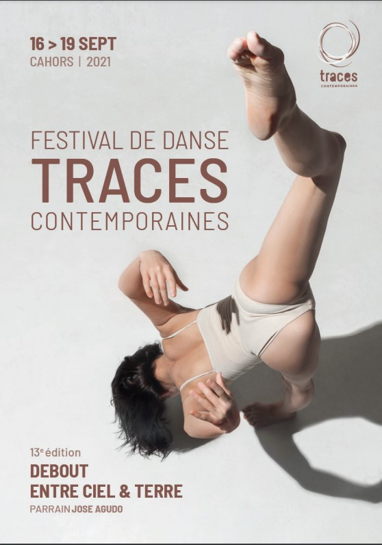 Festival-de-Danse-Traces-Contemporaines,-Debout-Entre-Ciel-et-Terre,-13e-Edition